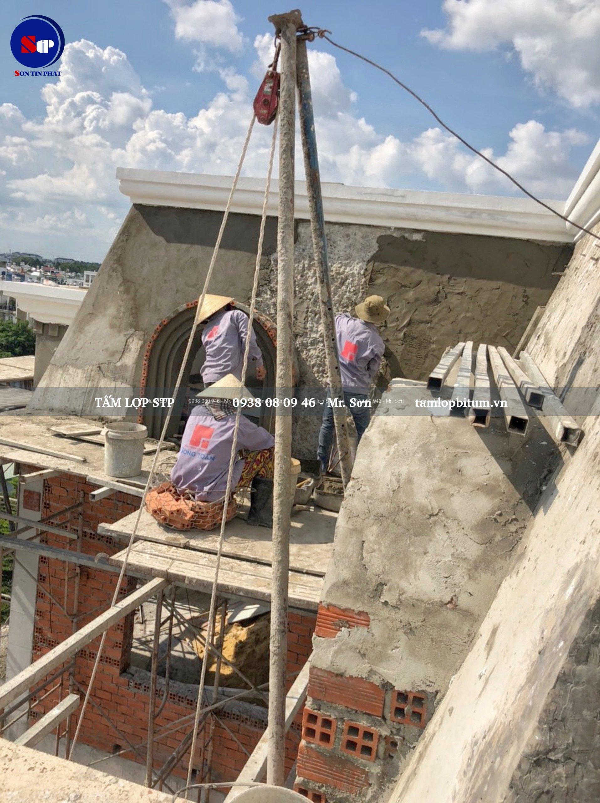 Khâu xử lý bề mặt mái - Cán vữa phẳng lên bề mặt bê tông